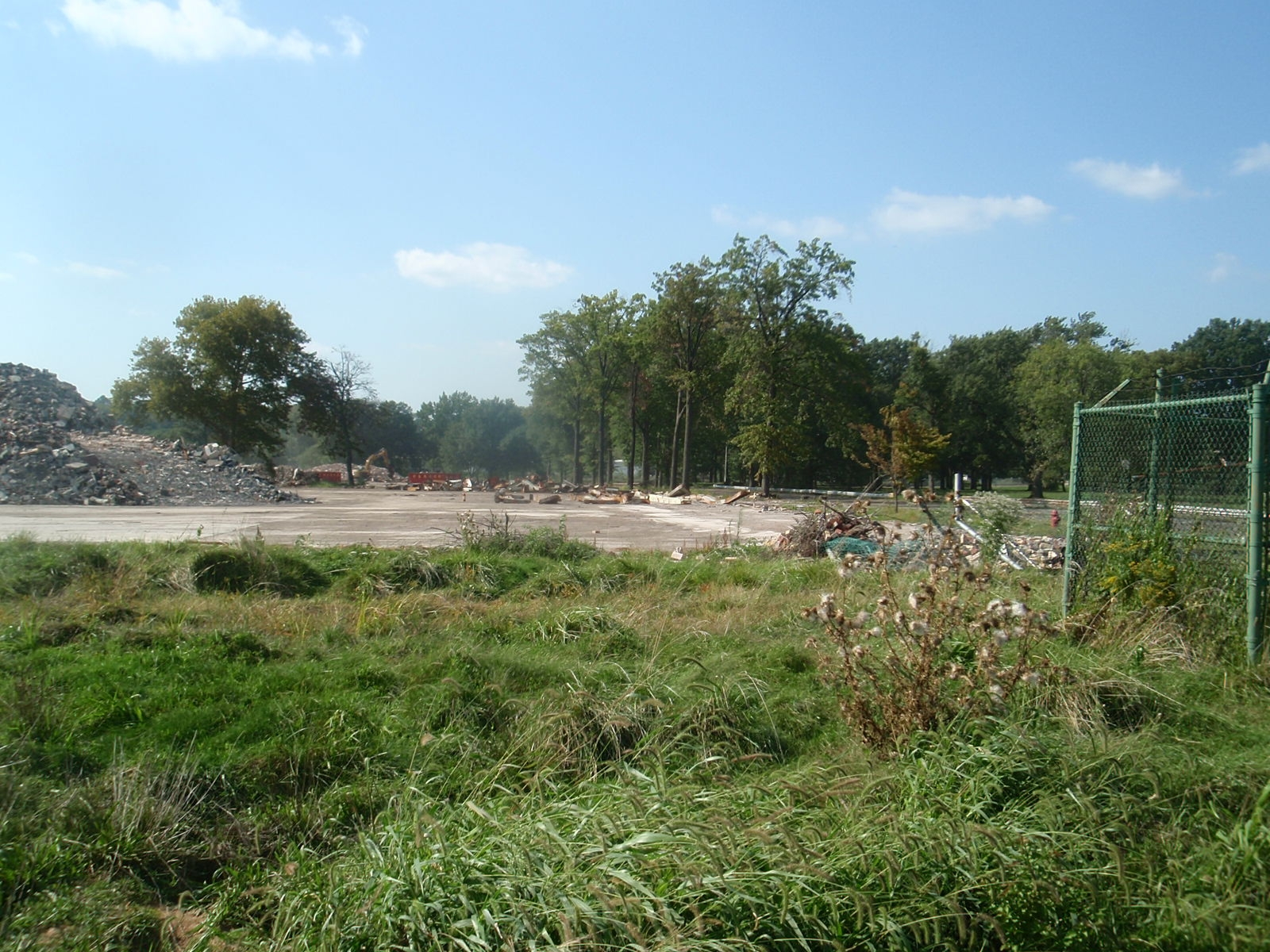 Image of Plt Demol and The Park that Fronted the Complex.
